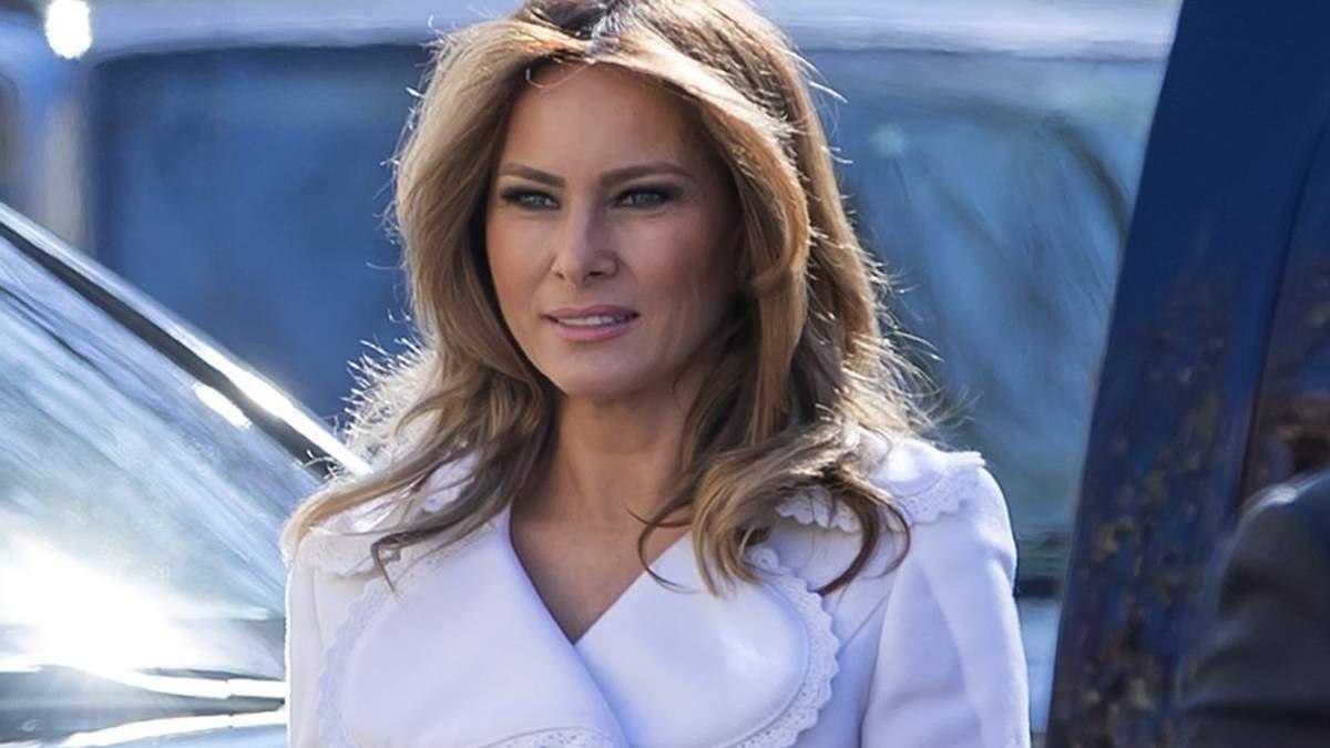 В белом платье-пальто и на высоких каблуках: как Мелания Трамп отмечала День святого Патрика
