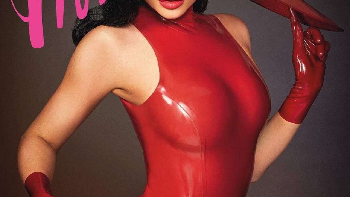 У червоному латексі: Кайлі Дженнер приголомшила звабливим образом для глянцю – фото