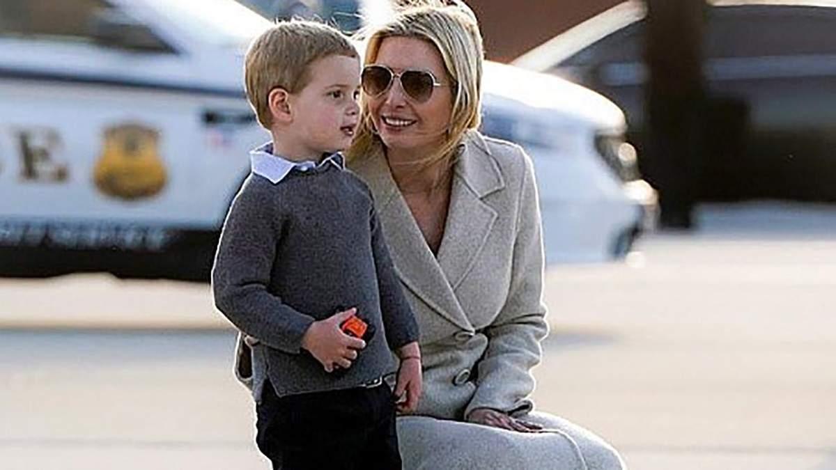 В бежевому пальто та на підборах: Іванка Трамп прибула в аеропорт Вашингтона з молодшим сином