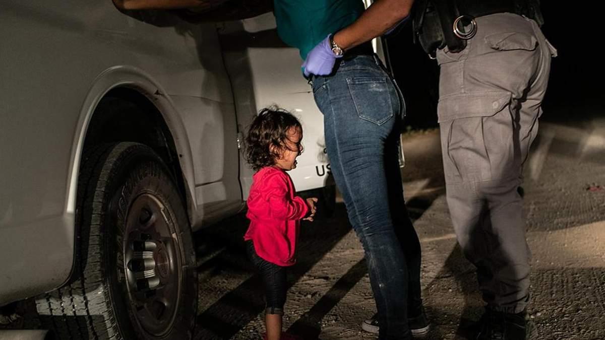 Плачуща дівчинка з Гондурасу