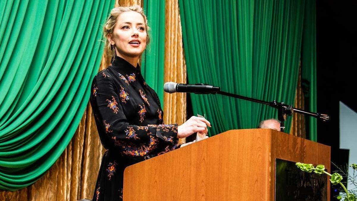 Вдарила Деппа, рятуючи сестру: Ембер Хьорд навела нові фотодокази люті екс-чоловіка