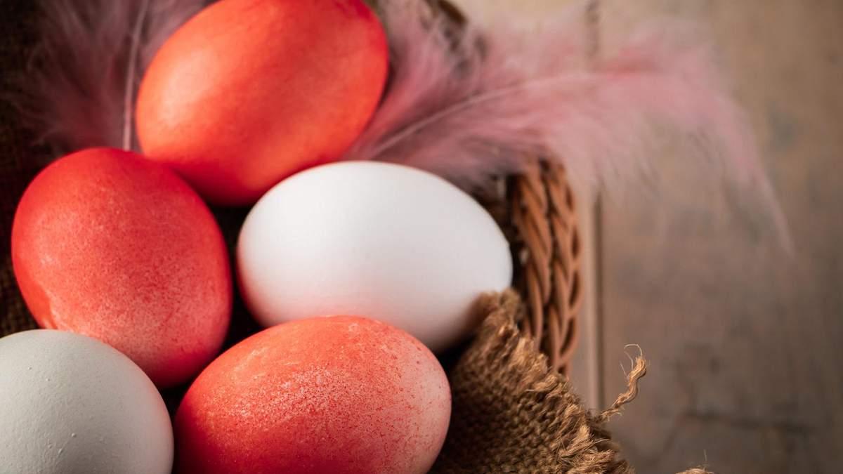 Як фарбувати яйця буряком на Великдень 2020 – відео та фото