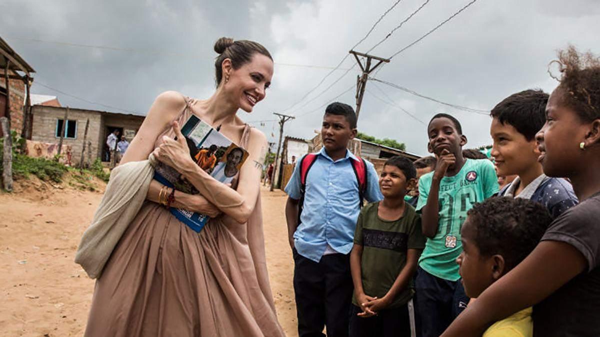 Анджелина Джоли в Венесуэле