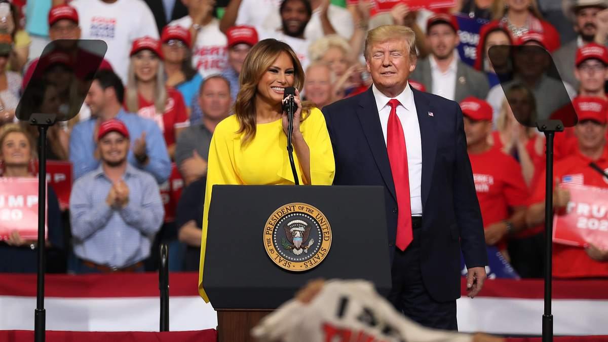 У жовтому комбінезоні: Меланія Трамп продемонструвала ефектний образ