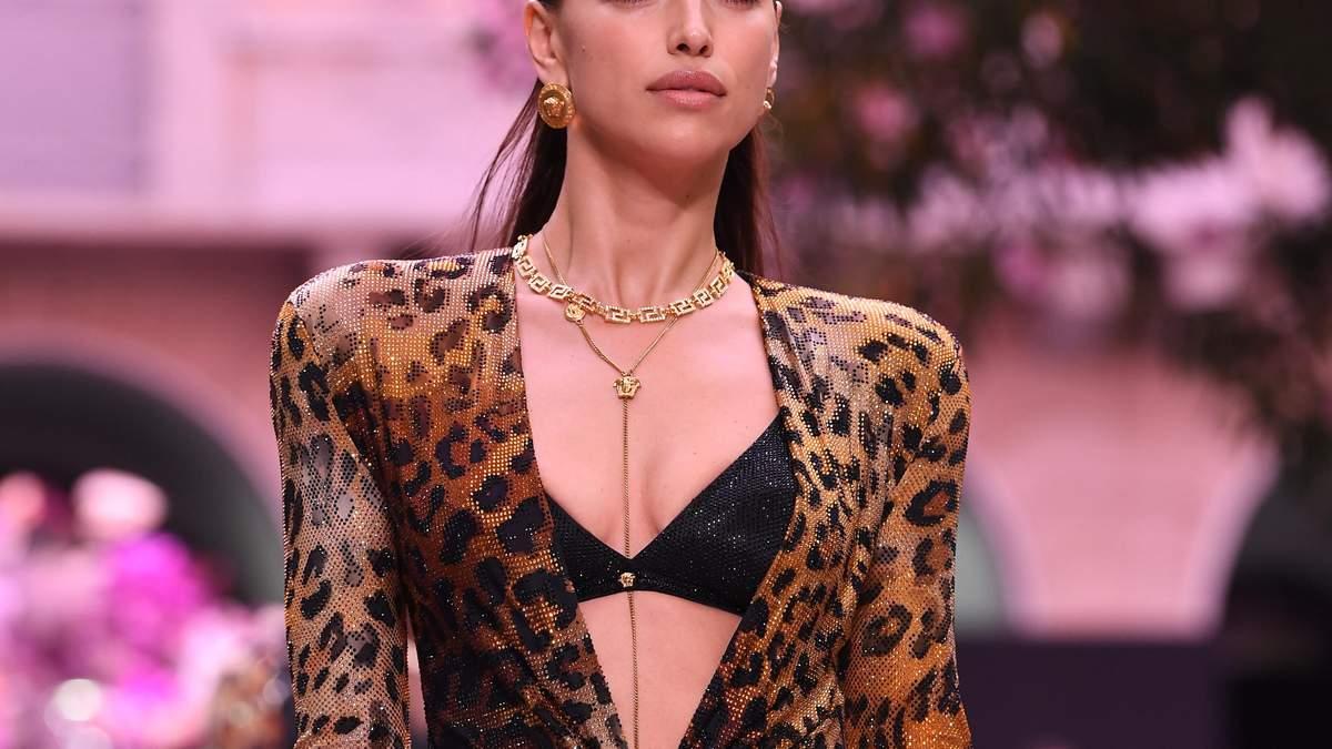 В леопардовому  принті: як одягається зіркова мама Ірина Шейк для прогулянки з дочкою