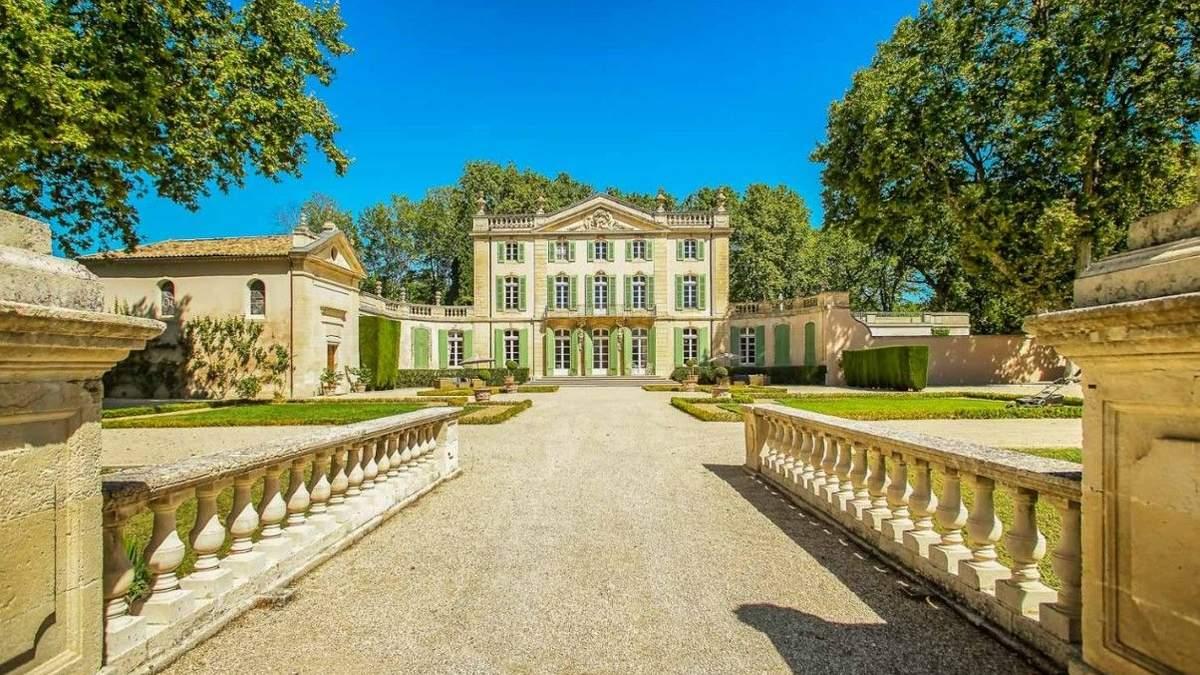 Чим вражає середньовічний замок у Франції, де було весілля Софі Тернер: фото зсередини