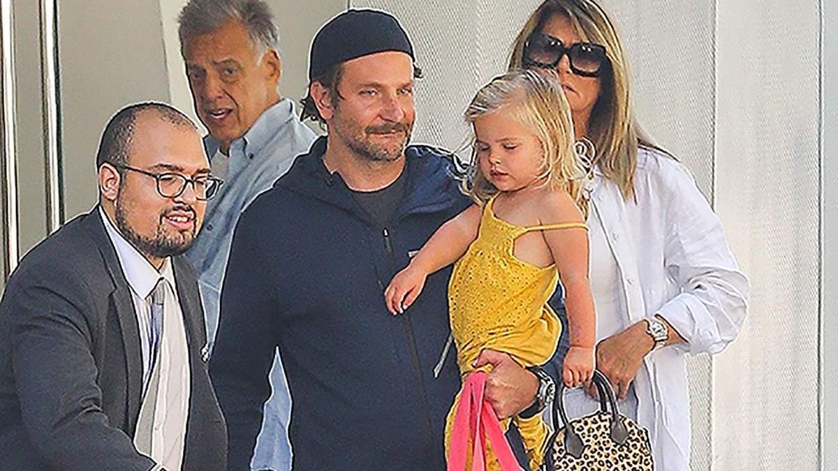 Батьківство як воно є: Бредлі Купер взяв доньку на вихідні після поділу опіки з Іриною Шейк