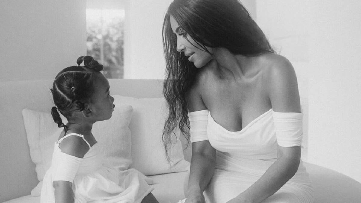 Ким Кардашян растрогала сеть трогательными фото с дочерью