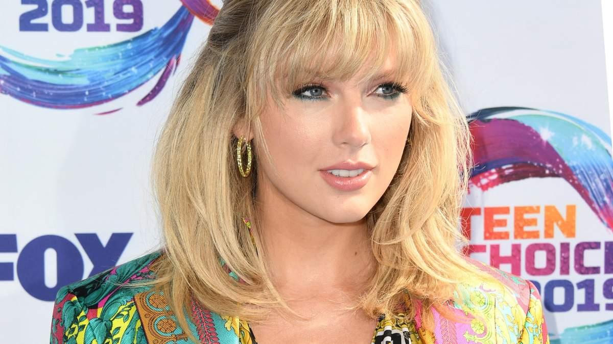 Тейлор Свіфт фінансово допомогла своїй фанатці, пожертвувавши 6 тисяч доларів: подробиці