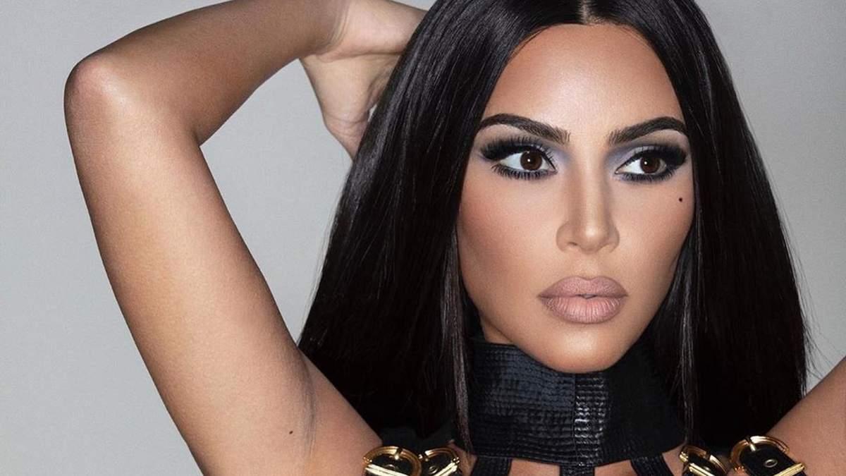 Не только уменьшила талию, но и добавила шестой палец: Ким Кардашян уличили в фотошопе