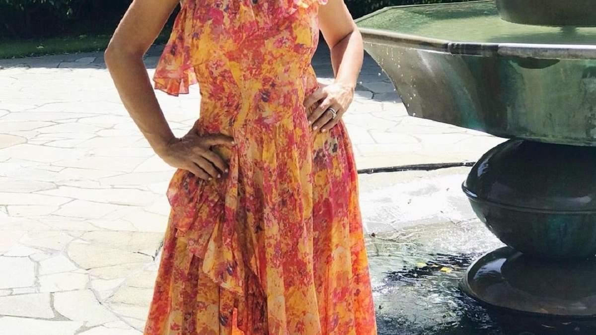 Виповнюється 53: Сальма Хаєк приголомшила мережу звабливою фігурою в купальнику