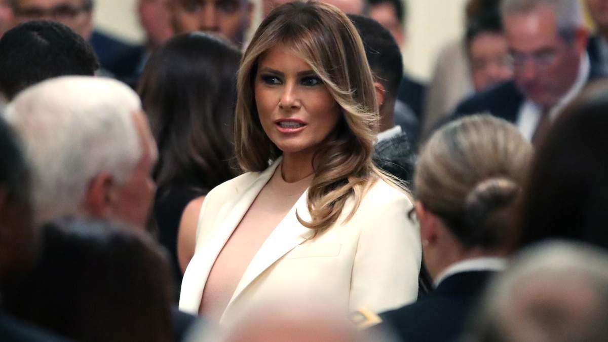 Меланія Трамп засвітила неймовірно елегантний образ на офіційній зустрічі: стильні фото
