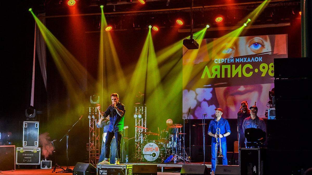 """Виступ гурту """"Ляпис-98"""" обернувся скандалом: прихильники викликали поліцію"""