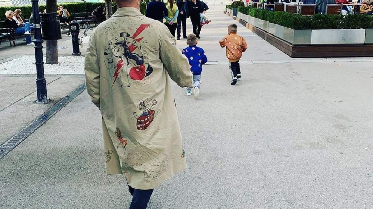Монатик с детьми