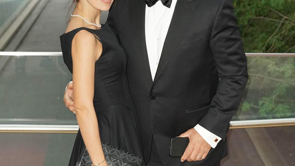 61-летний Алек Болдуин и его беременная жена рассекретили пол будущего ребенка: фото