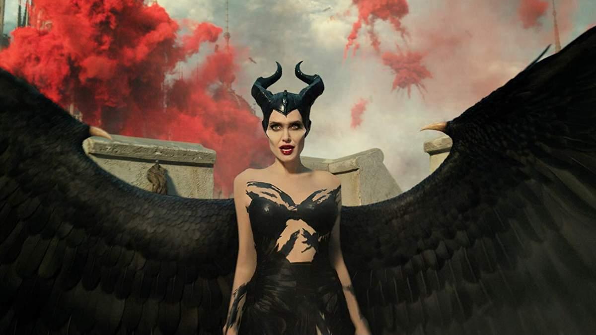 Анджелина Джоли в образе Малефисенты