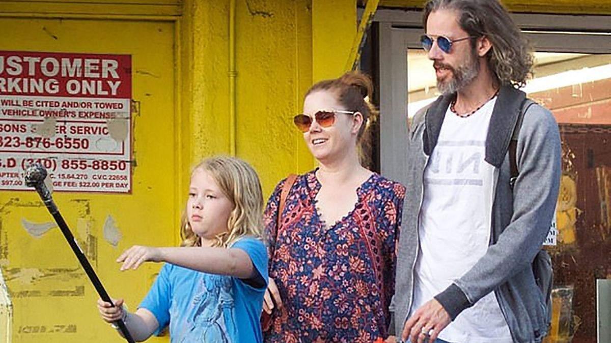 Эми Адамс с семьей