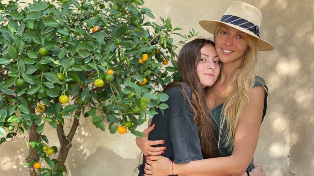 Оля Полякова с дочерью в Италии