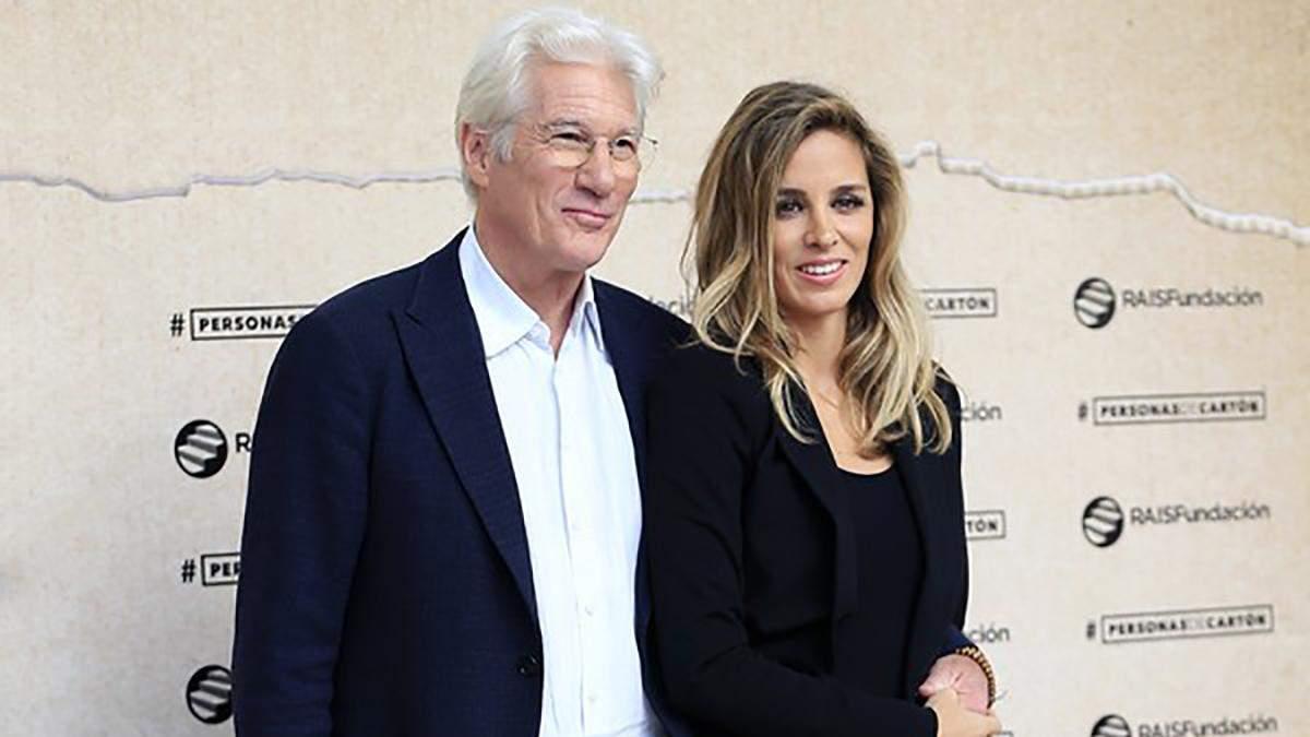 Ричард Гир с женой Алехандрой Сильвой