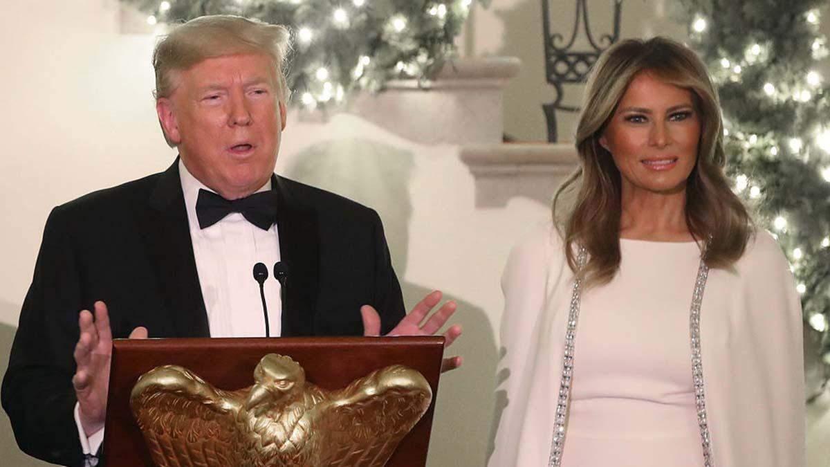 Меланія Трамп влаштувала різдвяний бал у Білому домі: яке вбрання обрала перша леді