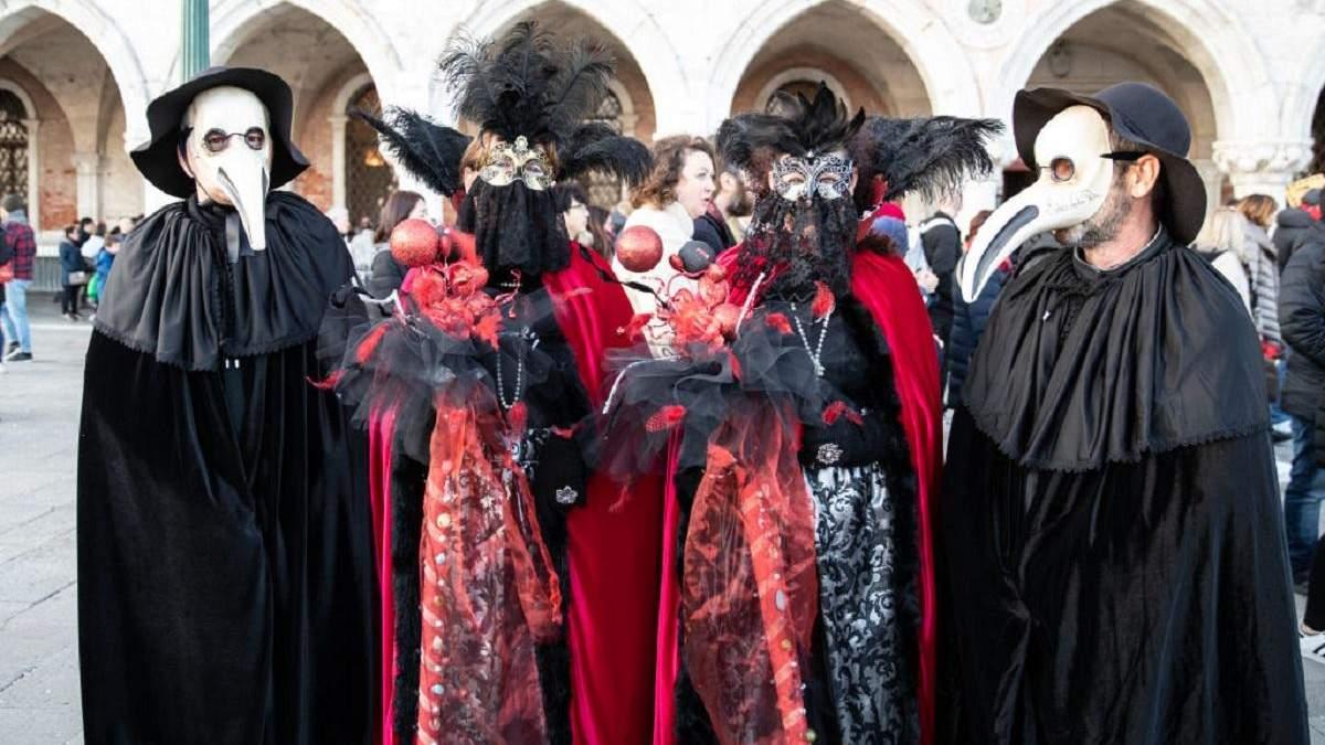В Италии из-за коронавируса прекратили Венецианский карнавал: как выглядят его участники - фото