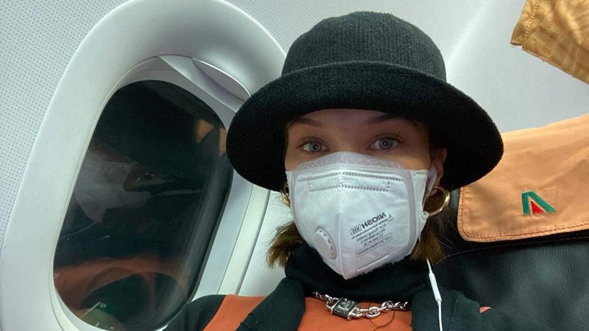 Эпидемия коронавируса в мире: как звезды путешествуют с медицинскими масками