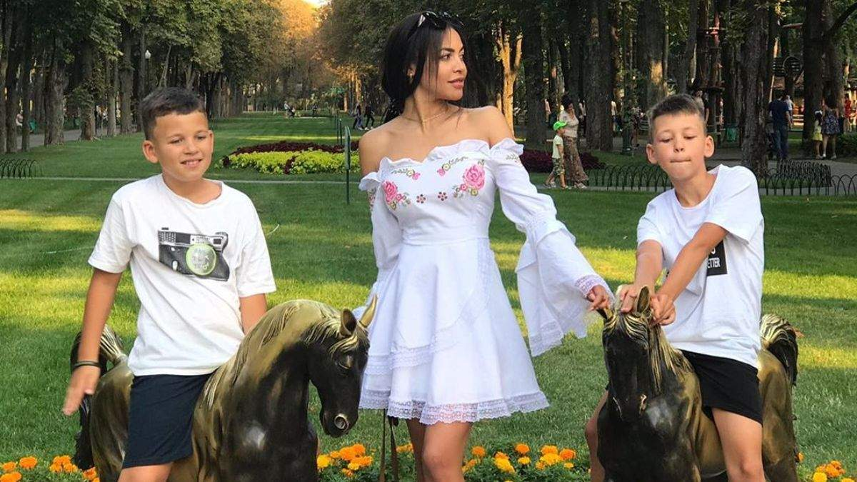 Бывшая жена рэпера Сереги заявила, что артист забрал у нее детей