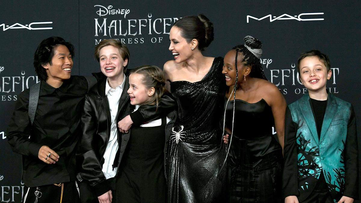Анджелина Джоли посетила цирковое шоу с дочерьми: фото