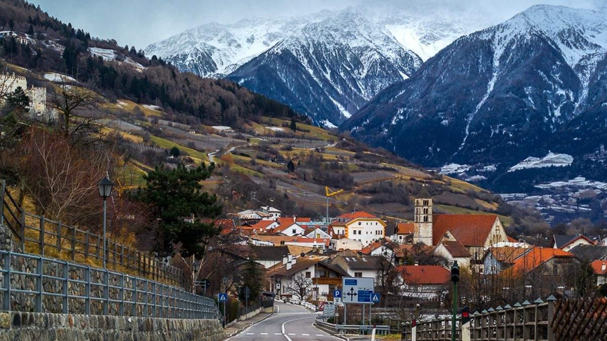Карантин в Австрии: правительство изолировало горнолыжный регион Тироль