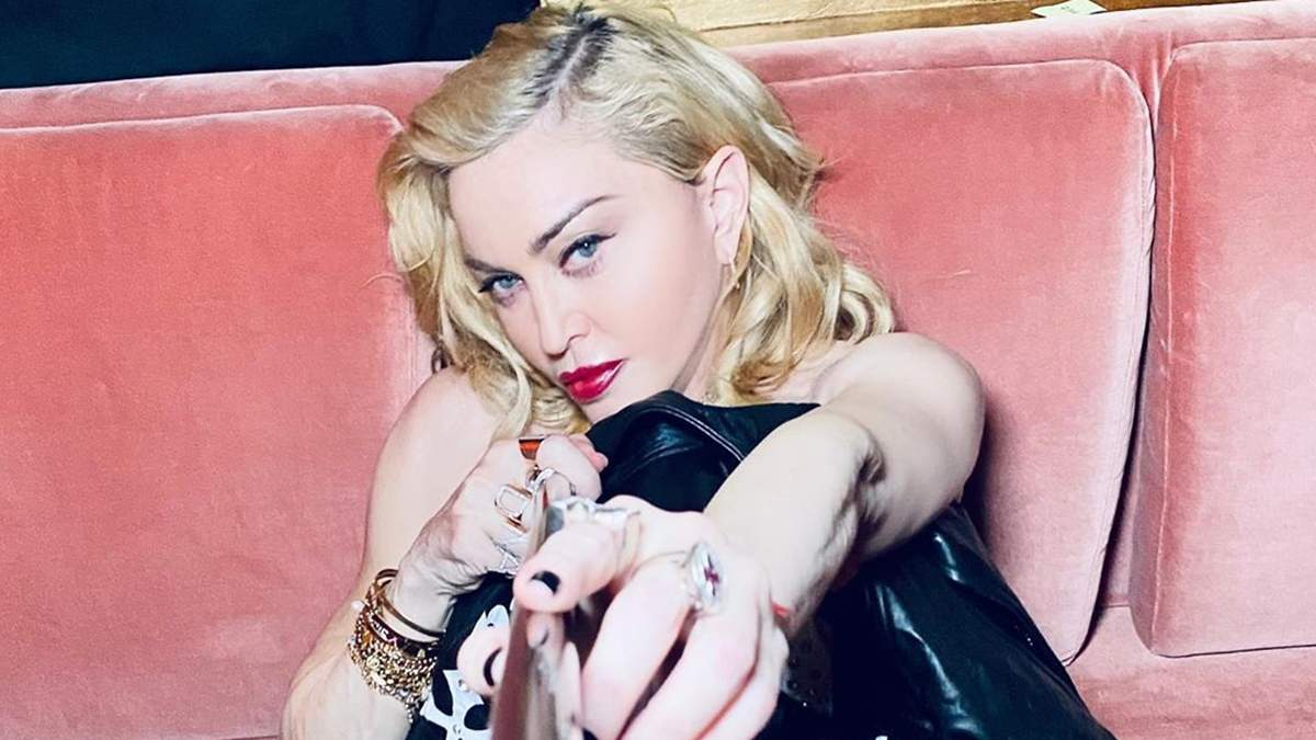 Мадонна заспівала вдома