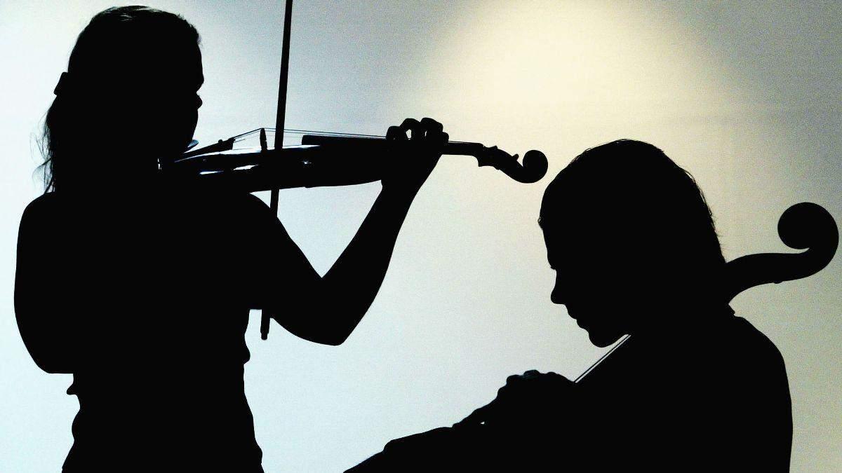 Сербський оркестр з дому виконав пісню