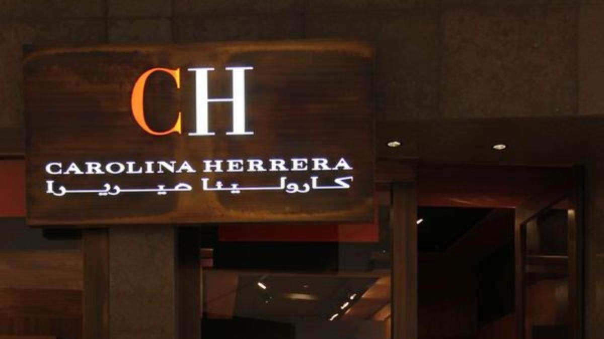 Carolina Herrera шиє спецодяг для лікарів