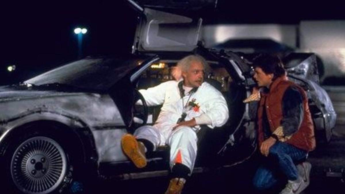 """Легендарну машину із фільмів """"Назад у майбутнє"""" виставили на продаж: ностальгійні фото"""