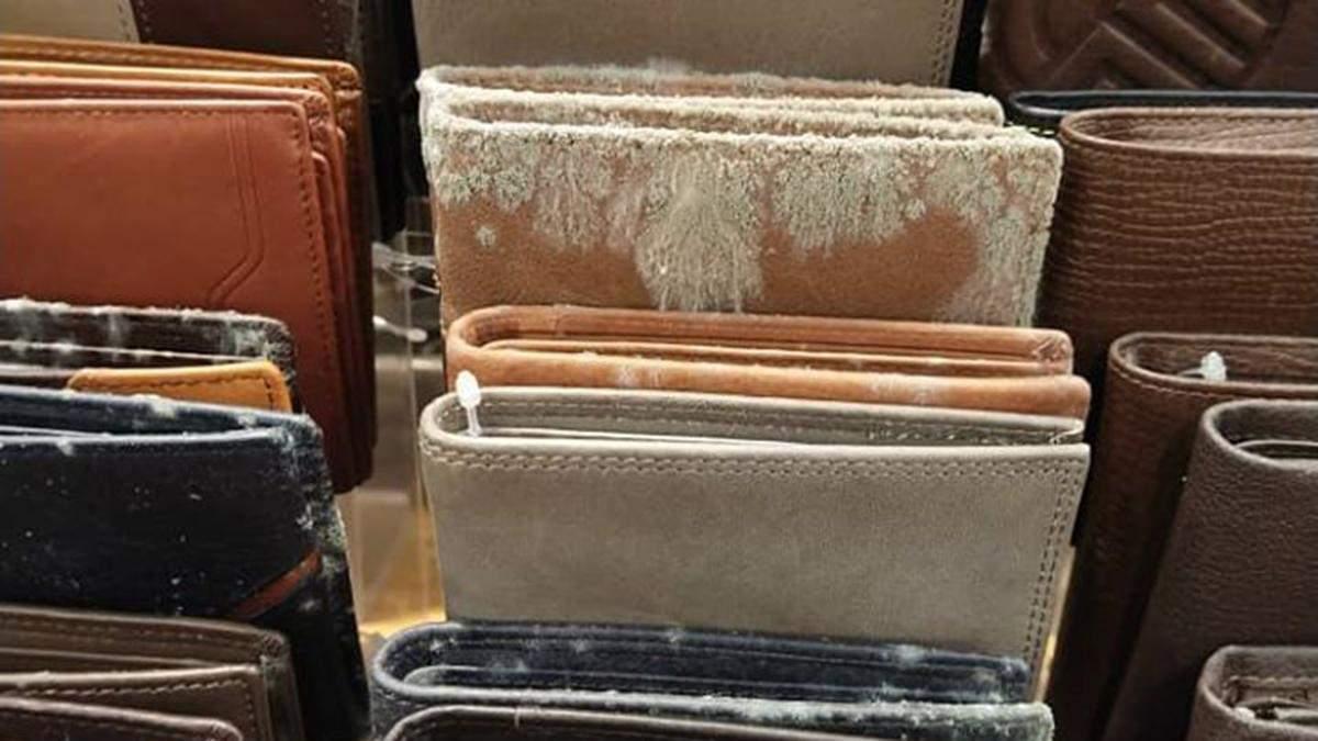 Кожаные изделия покрылись плесенью в малайзийском ТЦ