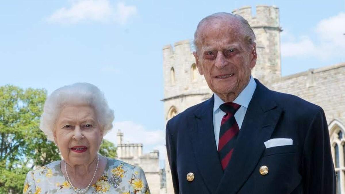 Королева Елизавета II с мужем Филиппом