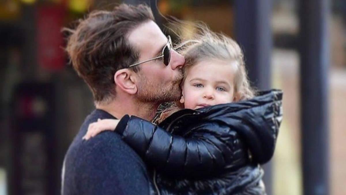 Бредлі Купер підкорив мережу прогулянкою з донькою