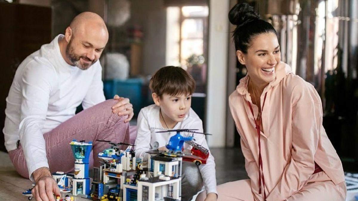Маша Єфросиніна з чоловіком та сином
