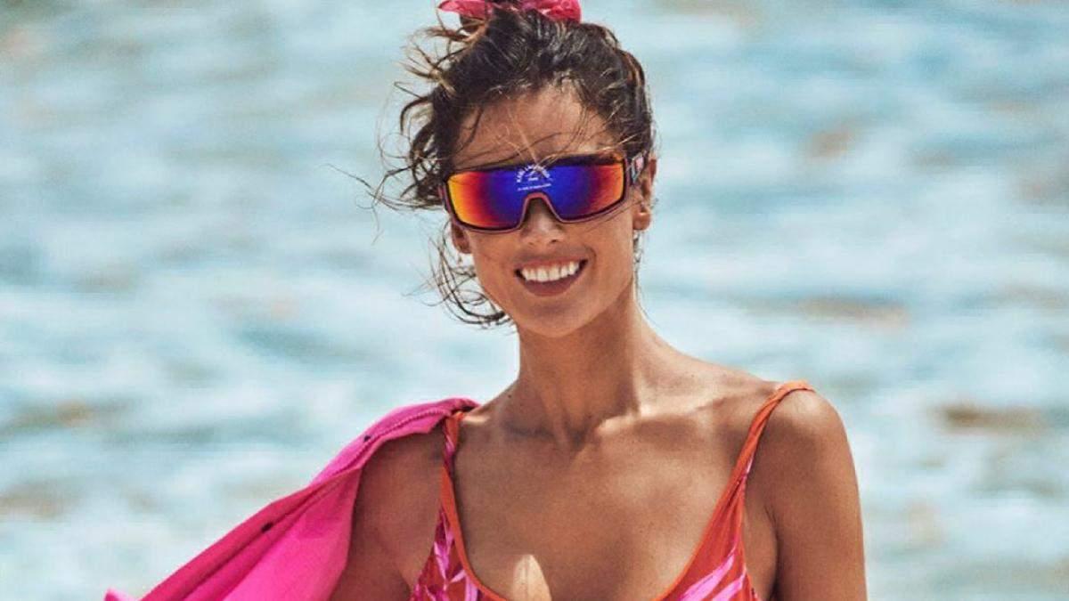 Алессандра Амбросио очаровала идеальными формами в пляжной фотосессии для глянца