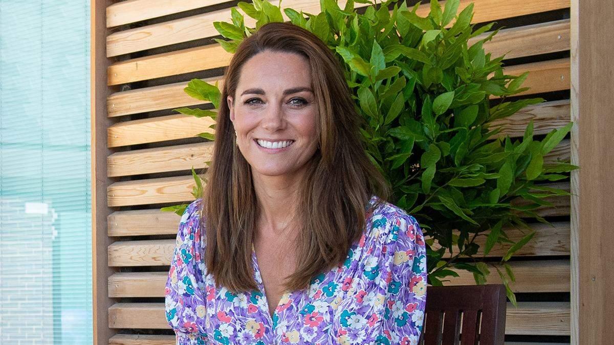 Кейт Миддлтон появилась на публике в платье с цветочным принтом