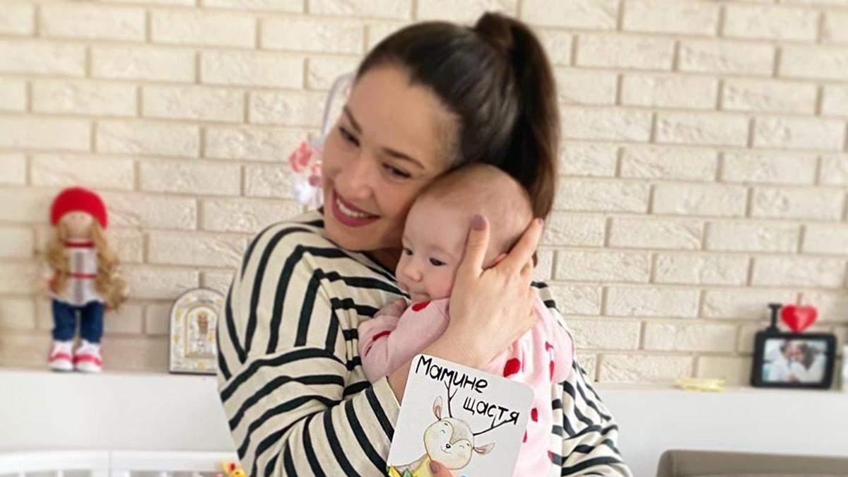 Наталка Карпа накормила дочь грудью в общественном месте