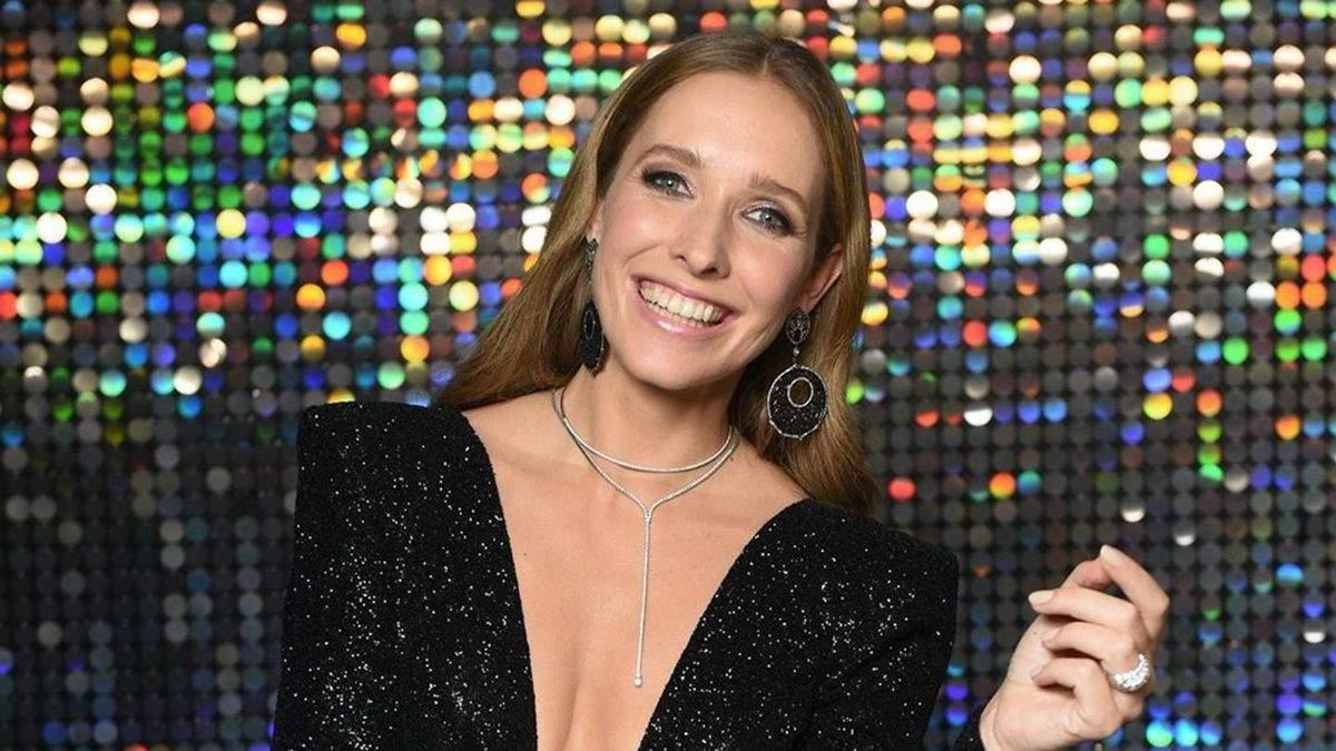 Катя Осадча приміряла трендову сукню