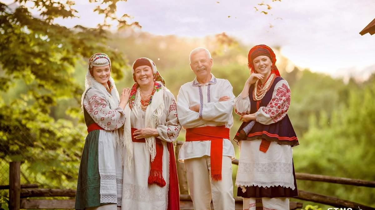 Украинка фотографирует в невероятных етнообразах: фото, видео