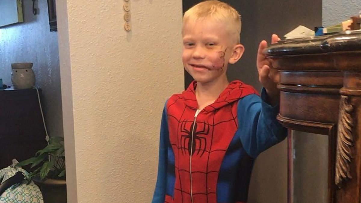 """""""Капітан Америка"""" та інші зірки відреагували на вчинок хлопчика, який врятував сестру від собаки"""