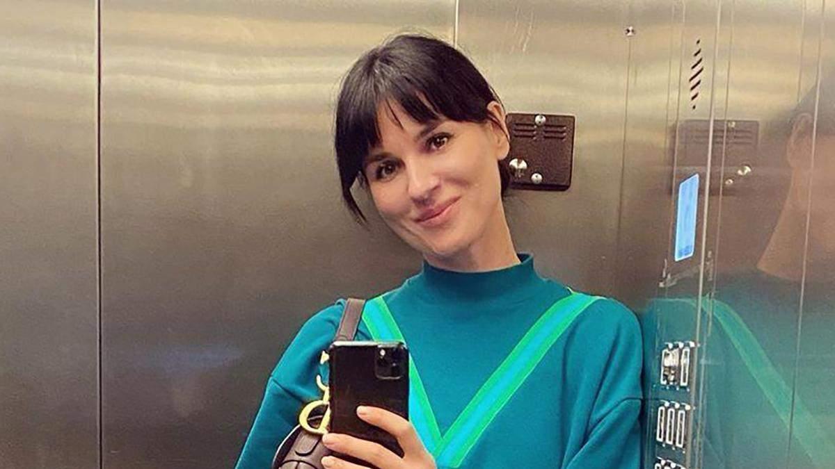 Маша Ефросинина появилась в костюме собственного бренда