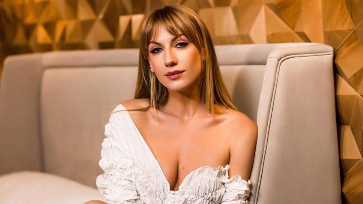 Леся Нікітюк в екстремально короткій мінісукні