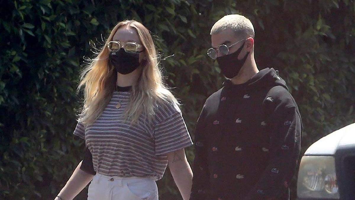 Софи Тернер и Джо Джонас гуляют по Лос-Анджелесу