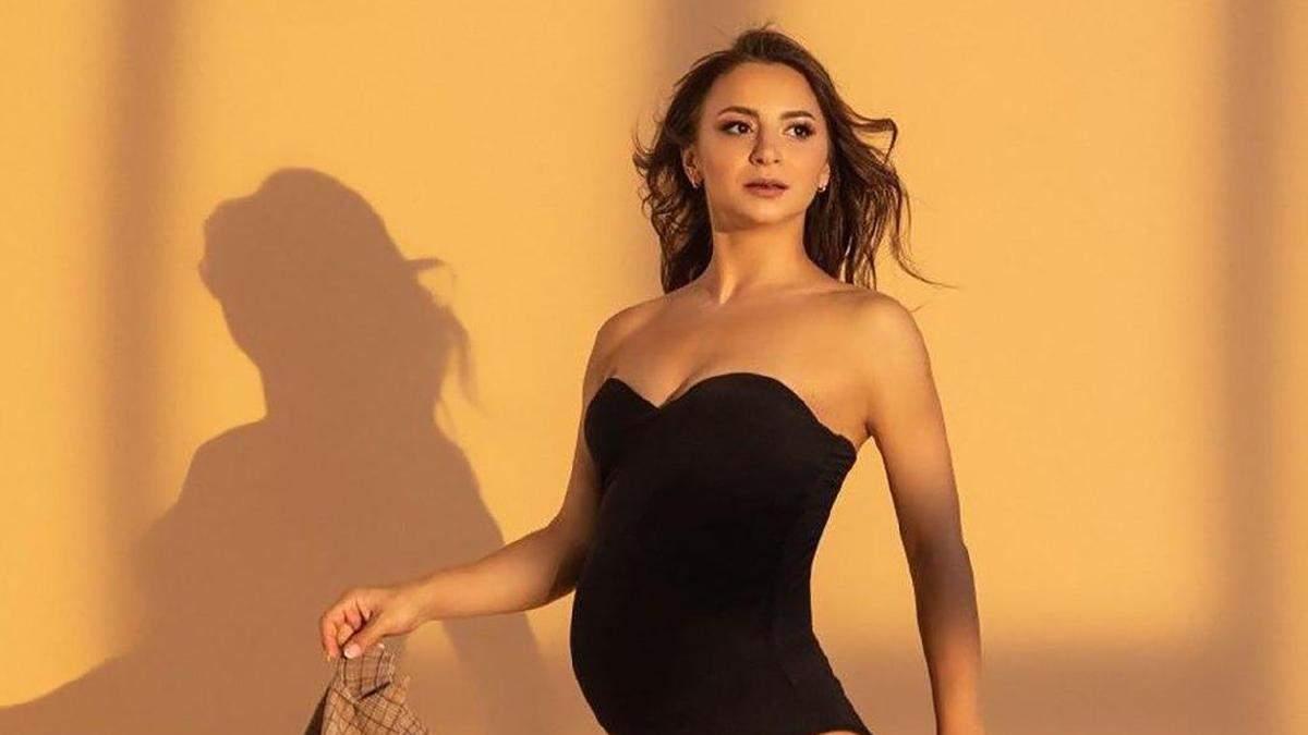 Беременная Илона Гвоздева показала фото в купальнике