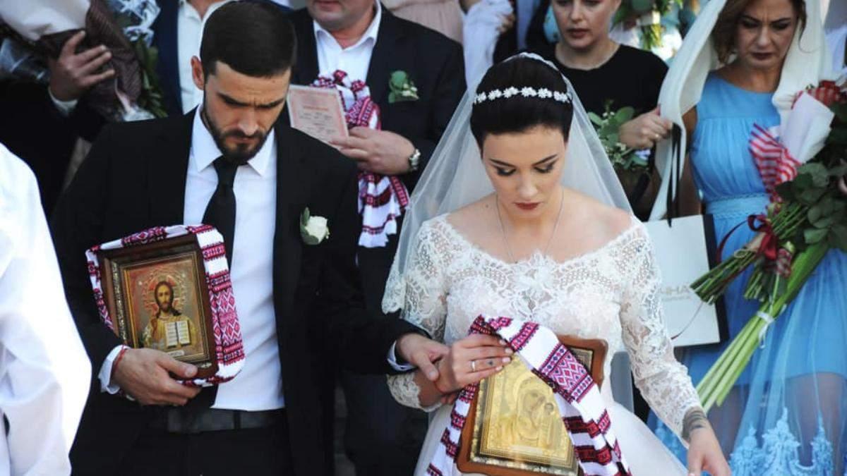 Анастасія Приходько та чоловік Олександр святкують річницю вінчання