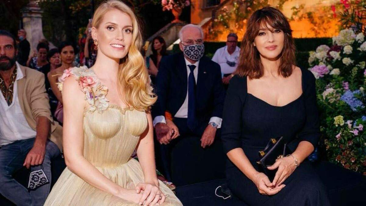 Китти Спенсер и Моника Белуччи на модном показе