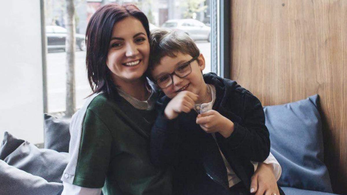 Оля Цибульська вийшла на подіум з сином